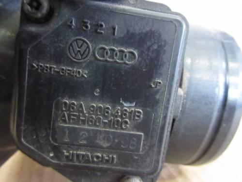 Debimetro HITACHI 06A906461B 124098 Volkswagen  Golf 4 del 1999 1600cc.   da autodemolizione