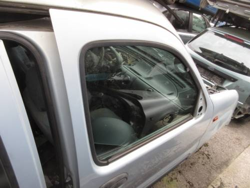 Portiera Anteriore Destra Renault  Kangoo  del 2000 da autodemolizione