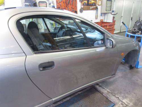 Portiera Anteriore Destra Opel  Tigra  del 1997 da autodemolizione
