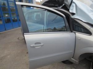 Portiera Anteriore Destra Opel  Zafira  del 2008 da autodemolizione