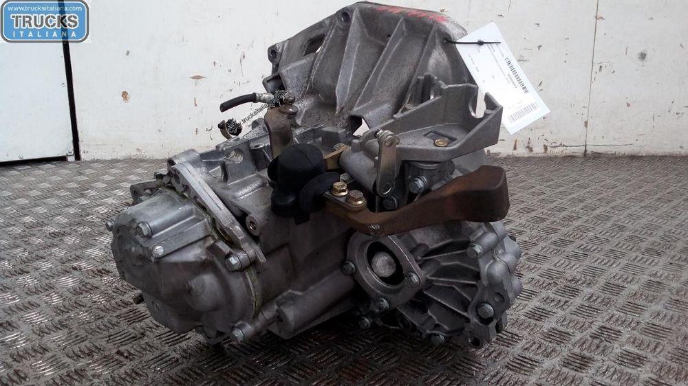 Cambio NS. RIFERIMENTO 180305000014 Da Alfa Romeo  147 del 2008 1598cc. 77 KW 105 CV Usato da autodemolizione