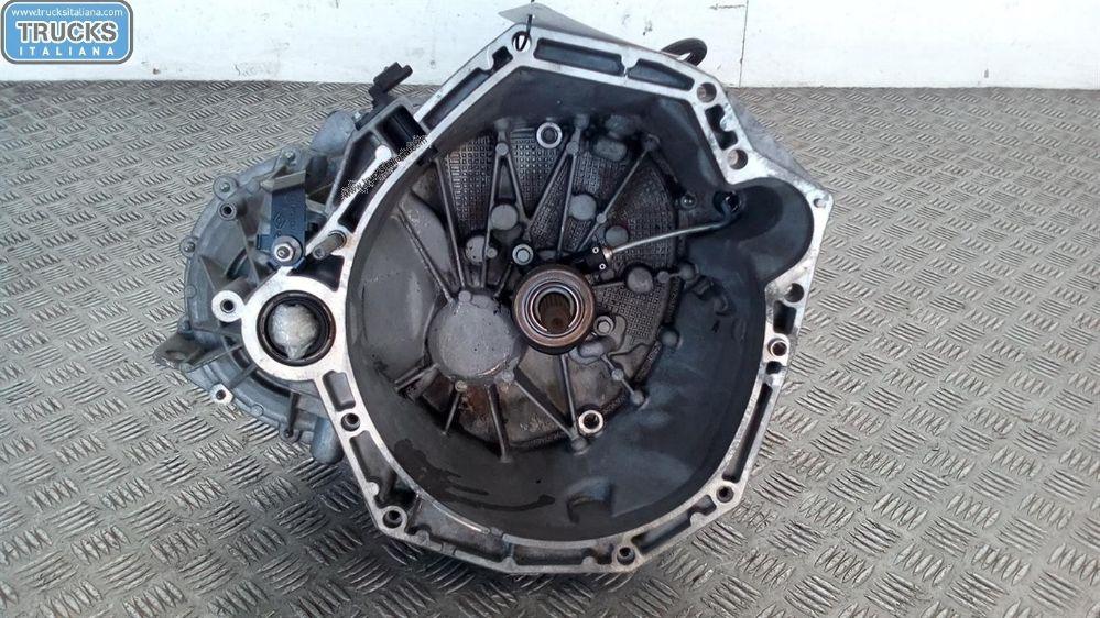 Cambio NS. RIFERIMENTO 180726000065 Da Renault  Clio del 2009 1461cc. 81 KW 108 CV Usato da autodemolizione