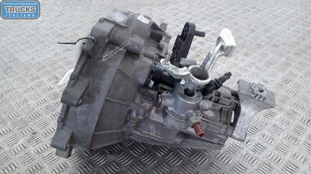Cambio NS. RIFERIMENTO 180522000048 Da Volkswagen  Up del 2013 999cc. 55 KW 74 CV Usato da autodemolizione