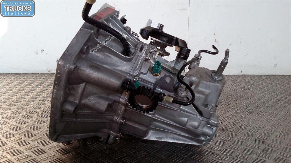 Cambio NS. RIFERIMENTO 180911000041 Da Dacia  Duster del 2015 1461cc. 80 KW 107 CV Usato da autodemolizione