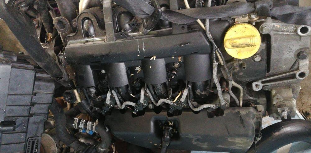 Motore Da Opel  Vivaro del 2008 3cc. 2463  Usato da autodemolizione