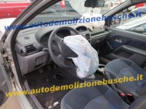 RENAULT  Clio DEL 1999 1149cc.